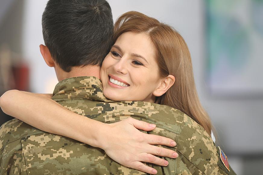 Военнослужащий с женой