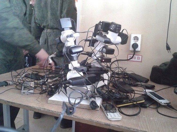 Заряжание телефонов в армии