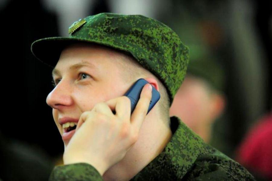 Солдат с телефоном