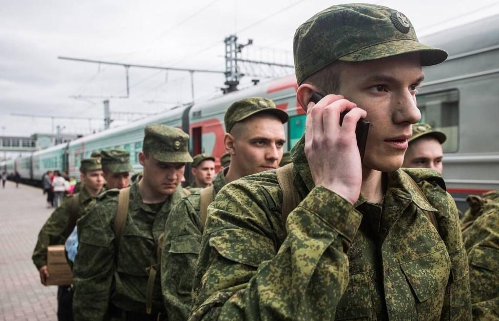 Солдаты на вокзале