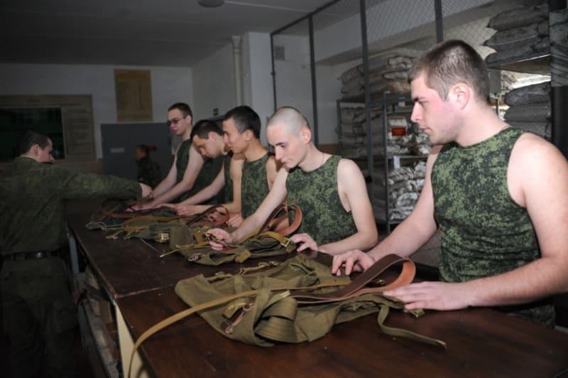 Выдача амуниции военнослужащим