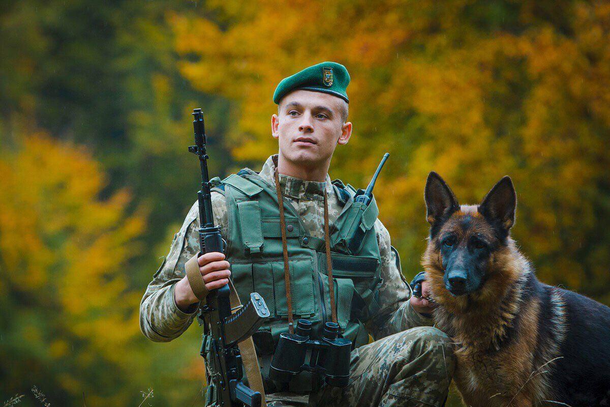 Пограничник с собакой