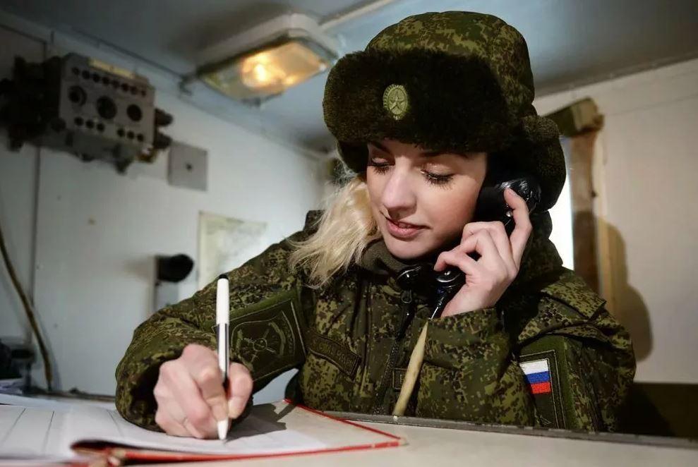 Женщина-военнослужащий