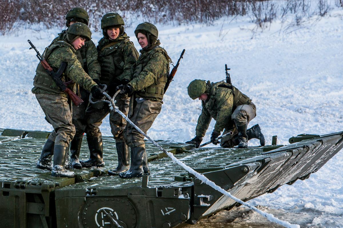 Солдаты инженерных войск