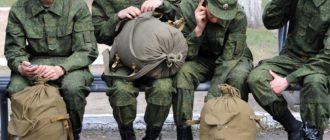 Солдаты связываются с родней по телефону