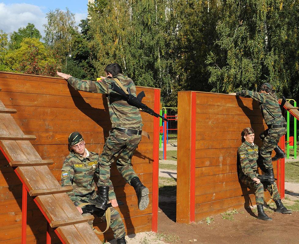 Полоса препятствий в армии