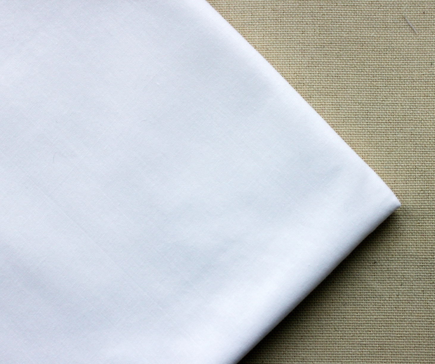 Белая ткань
