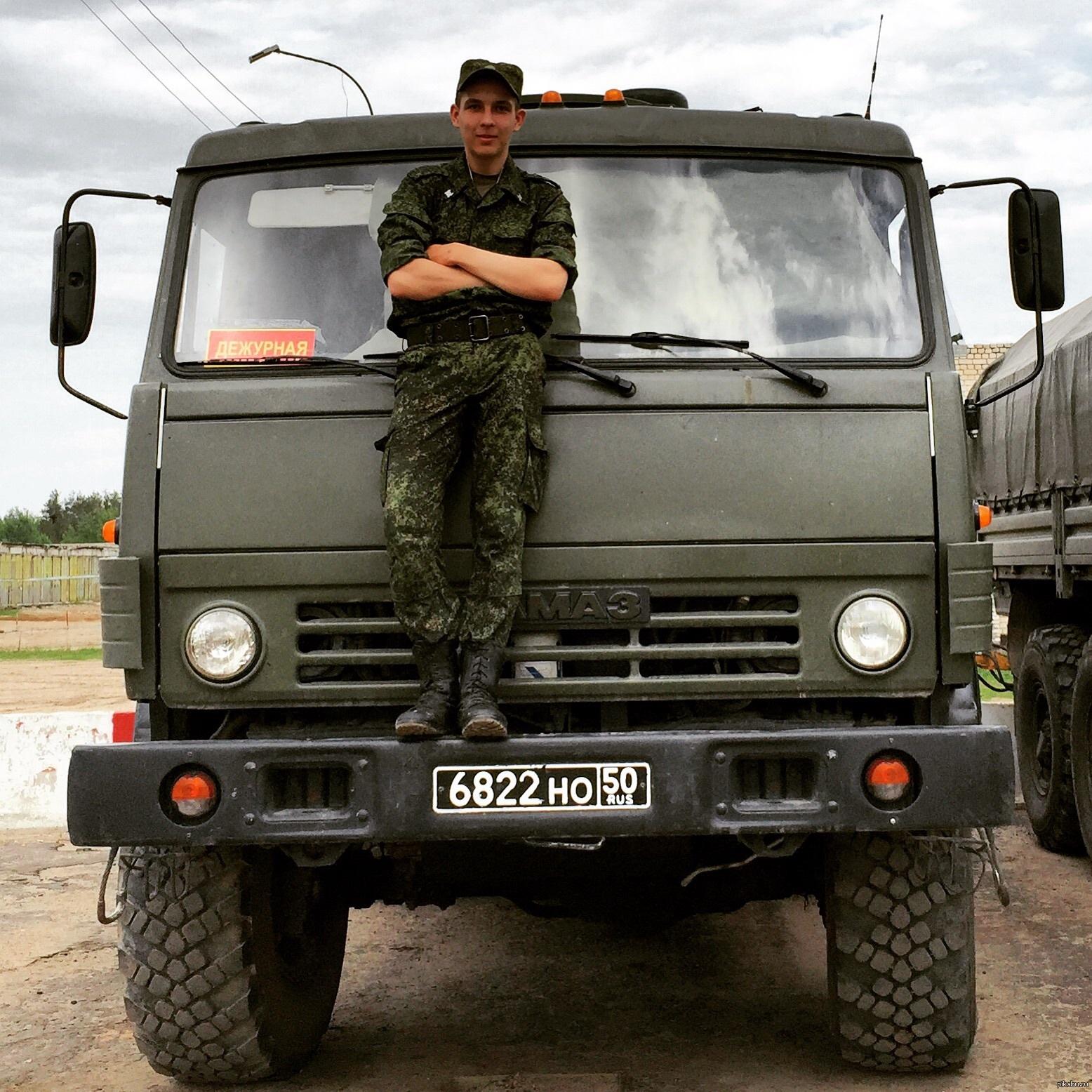 Водитель военного КАМАЗа