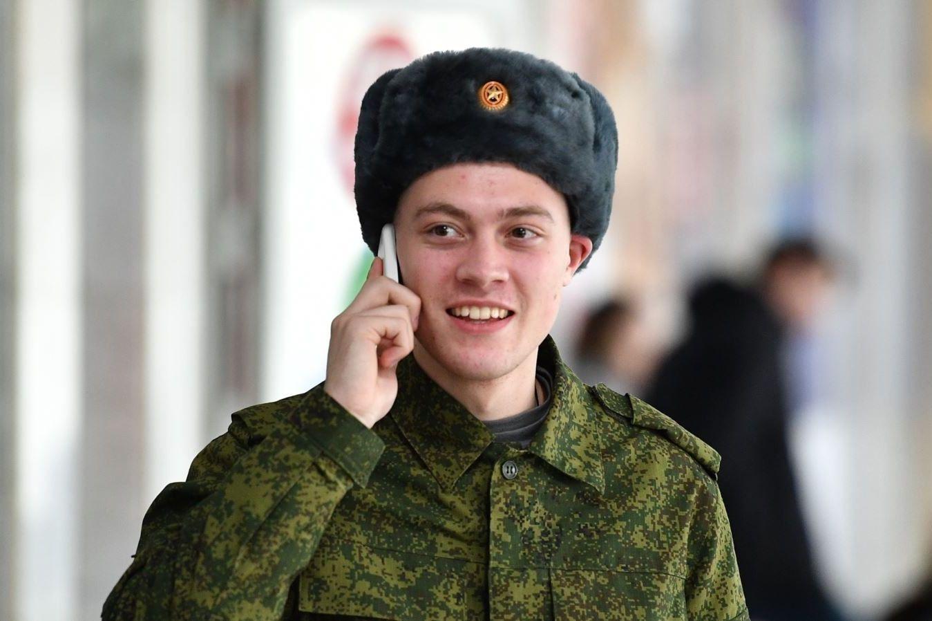 Солдат с мобильником