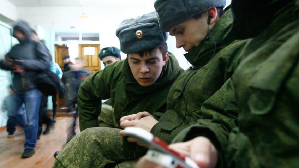 Солдаты с телефонами