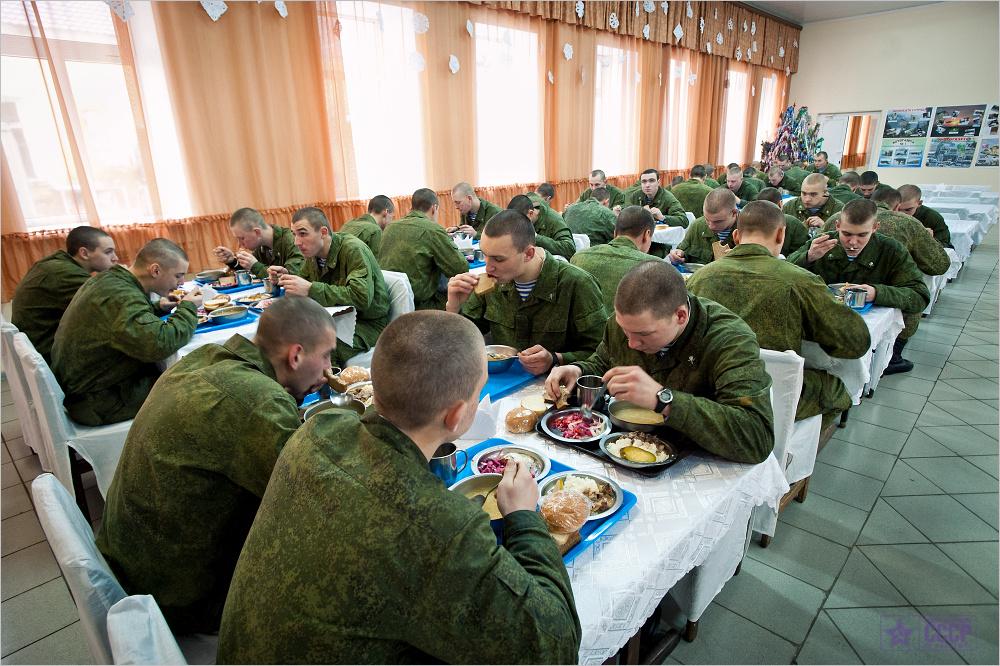 Прием пищи в армии