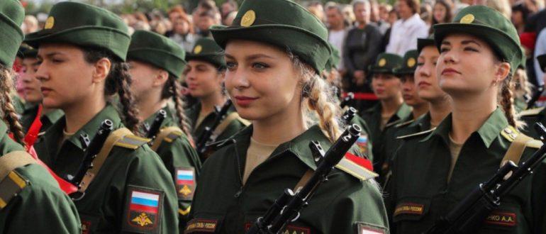 Девушки на службе в ВС